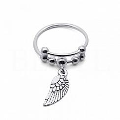 Pierścionek srebrny kuleczki ze skrzydłem